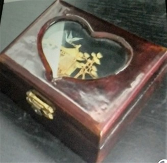 sideview of jewelry box.